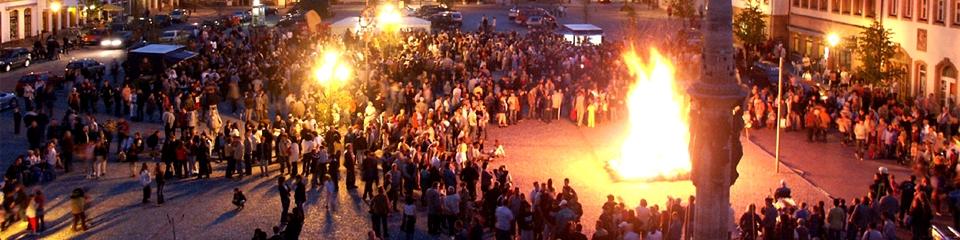 Hexenfeuer auf dem Marktplatz